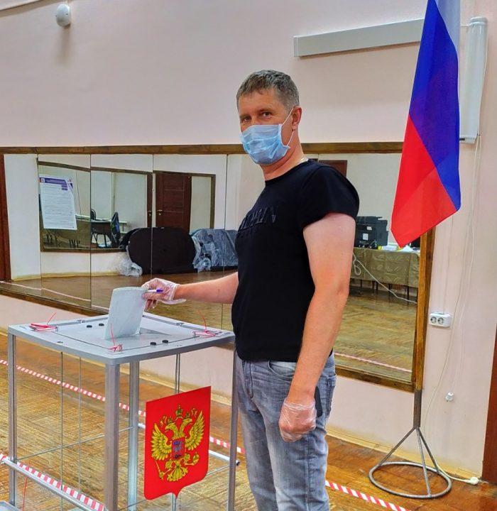 Южане голосуют на избирательных участках