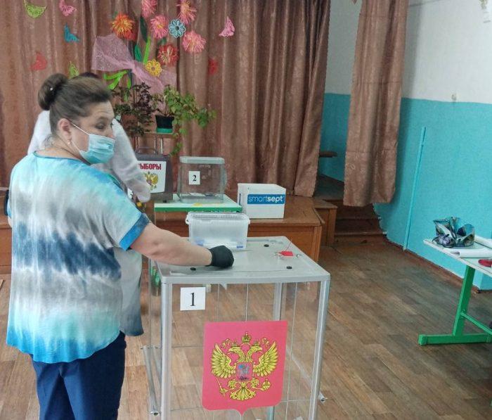 На избирательных участках Южского района идет голосование