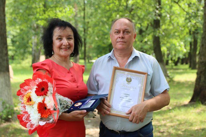 Три семьи из Южского района получили памятные медали «Залюбовь иверность»