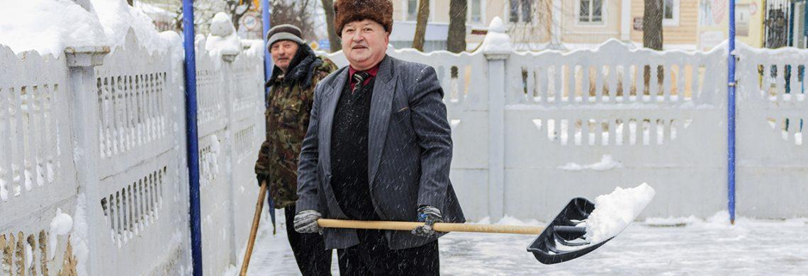 Жители г.Южи вышли на борьбу со снежными заносами