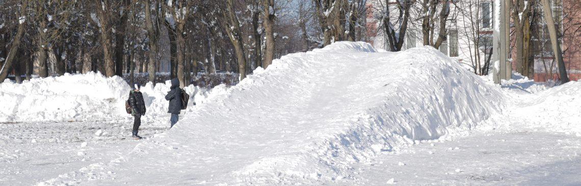 Началось строительство снежной горки