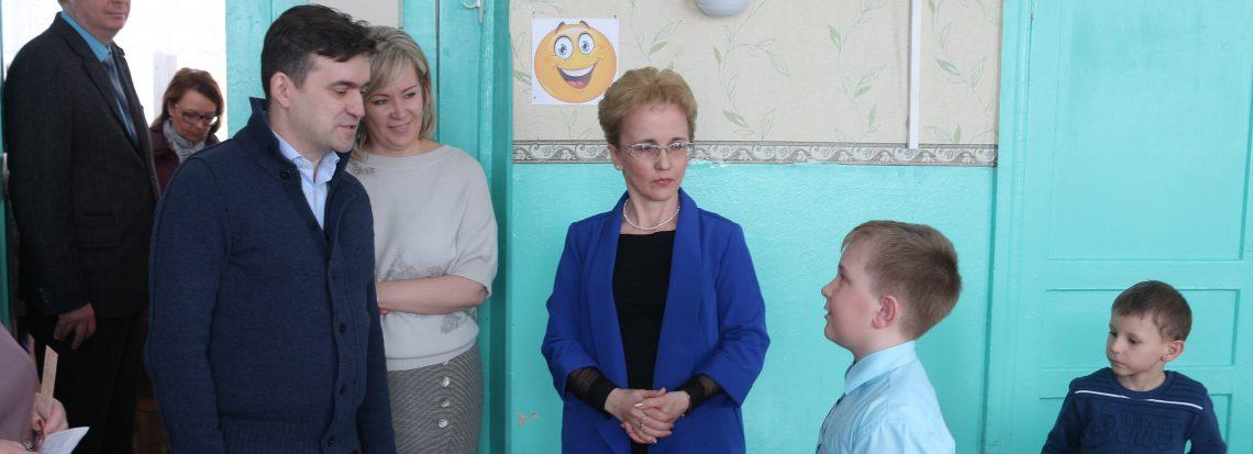 Станислав Воскресенский посетил школу №2