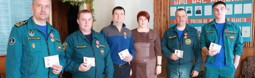 Медали получили сотрудники МЧС