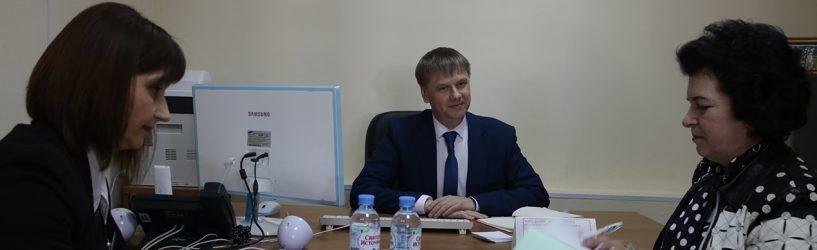 Александр Балакирев в ходе приема граждан пообщался с жителями Южского района