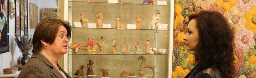 В Южском Доме ремесел открылась выставка глиняных фигурок