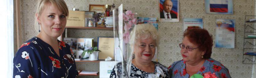 Жительницу города Южи поздравили с юбилеем трудовой деятельности