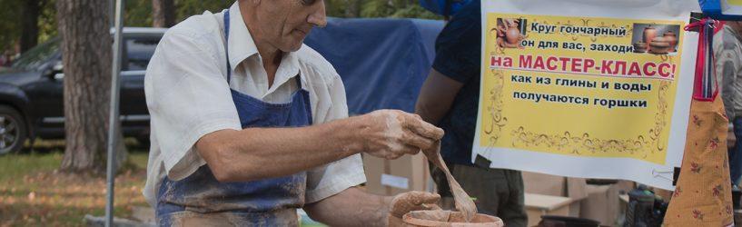 В Южском парке предлагалась сельхозпродукция и рождалась глиняная посуда (ФОТО)