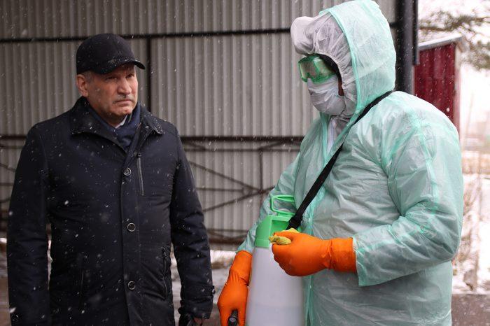 Глава Южского района проконтролировал санобработку автобусов