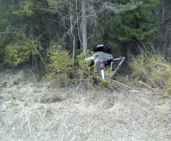 """Водитель """"девятки"""" не справился с управлением на южской дороге"""