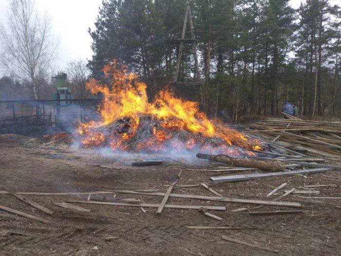 На Мостах горели старые доски